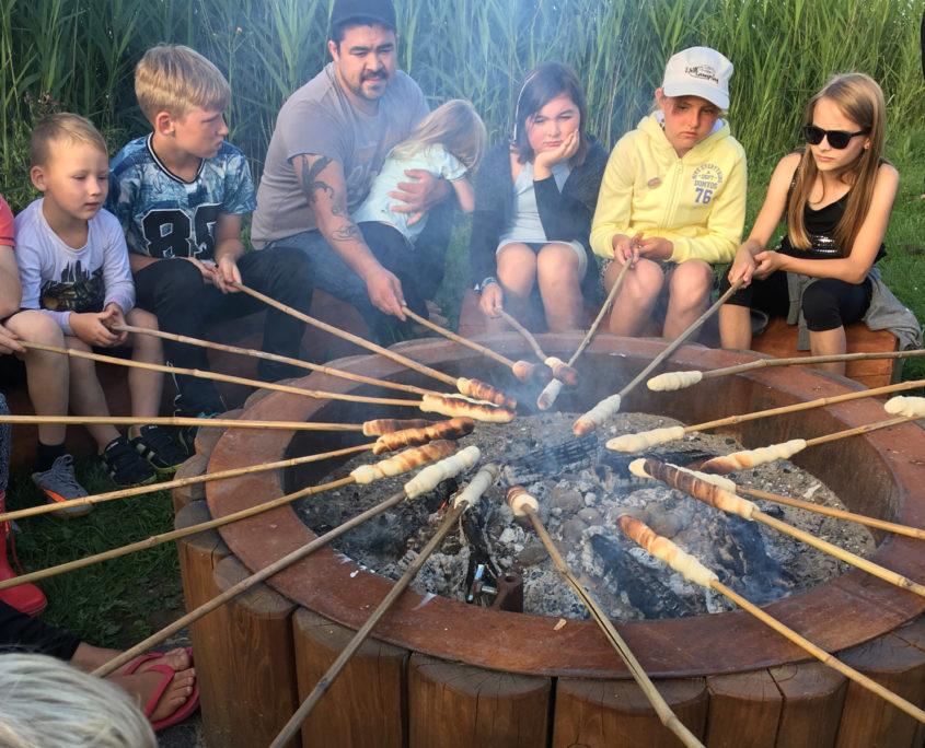Snobrøds bagning på Sandager Næs Camping