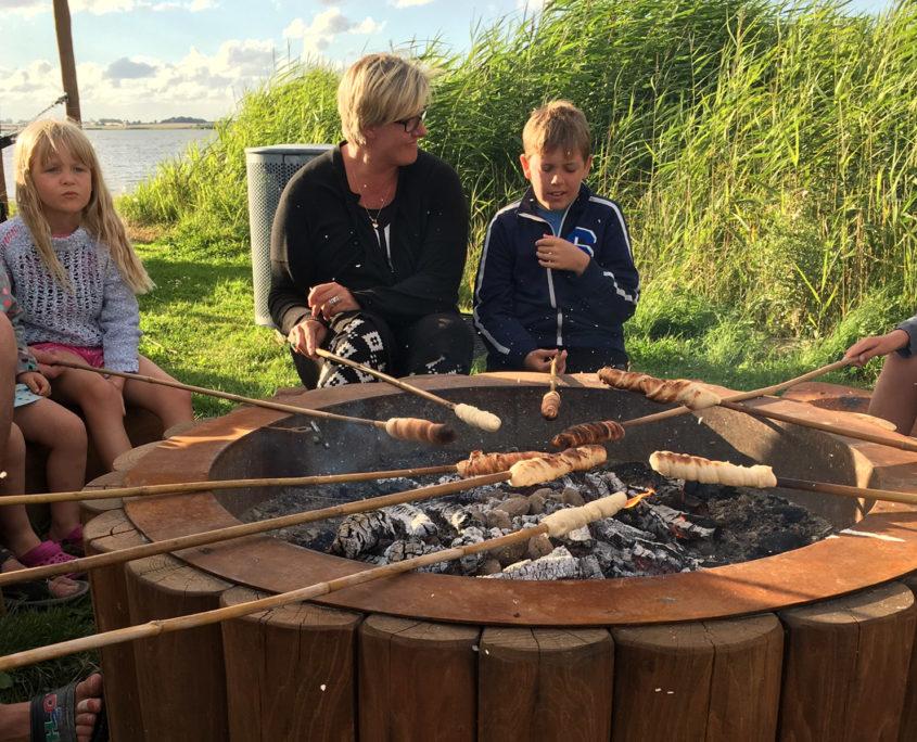 Bålhygge på Sandager Næs Camping